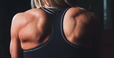 ejercicios para espalda kettlebell pesas rusas