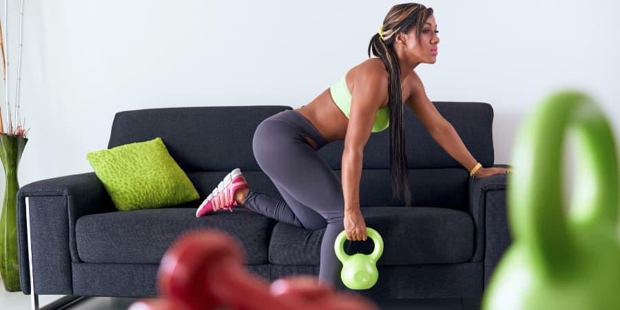 kettlebell entrenamiento en casa pesa rusa gimnasio